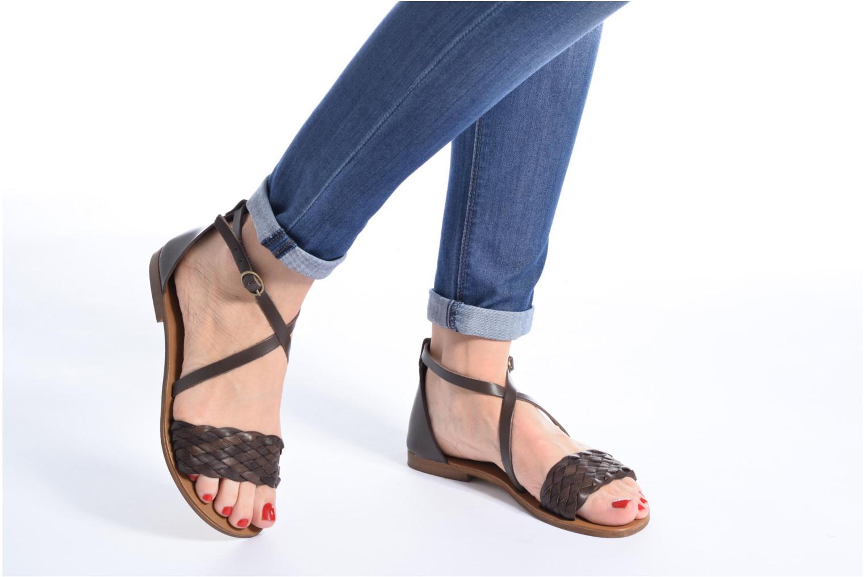 Sandales et nu-pieds Georgia Rose Dotresse Marron vue bas / vue portée sac