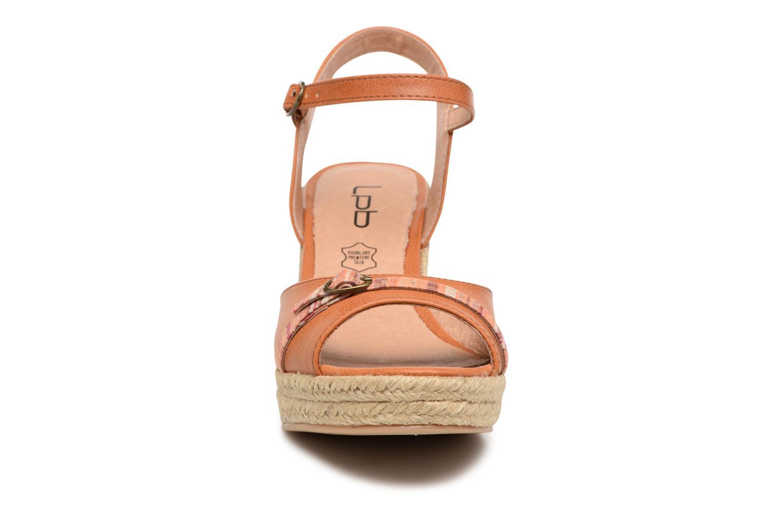 Sandales et nu-pieds Les P'tites Bombes Penelope Marron vue portées chaussures