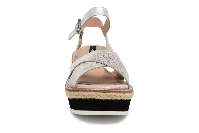 Sandalen MTNG Alexandra 55409 silber schuhe getragen