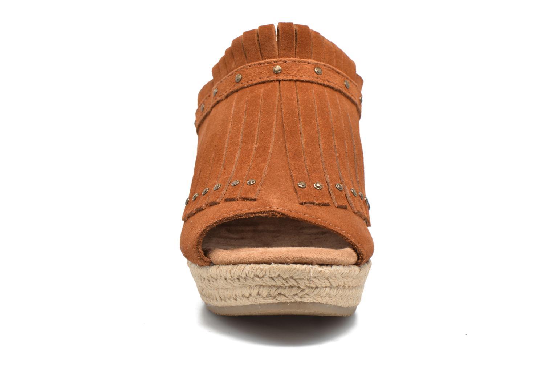 Mules et sabots Minnetonka Quinn Beige vue portées chaussures