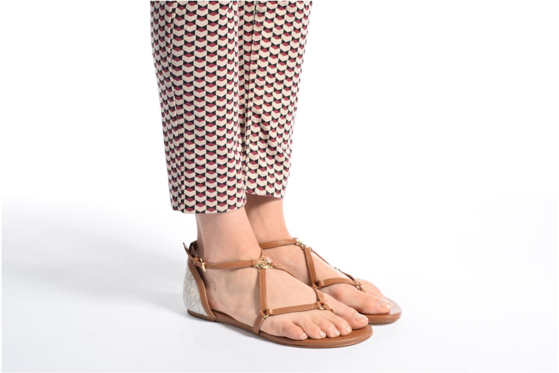 Sandales et nu-pieds Michael Michael Kors Terri Flat Sandal Marron vue bas / vue portée sac