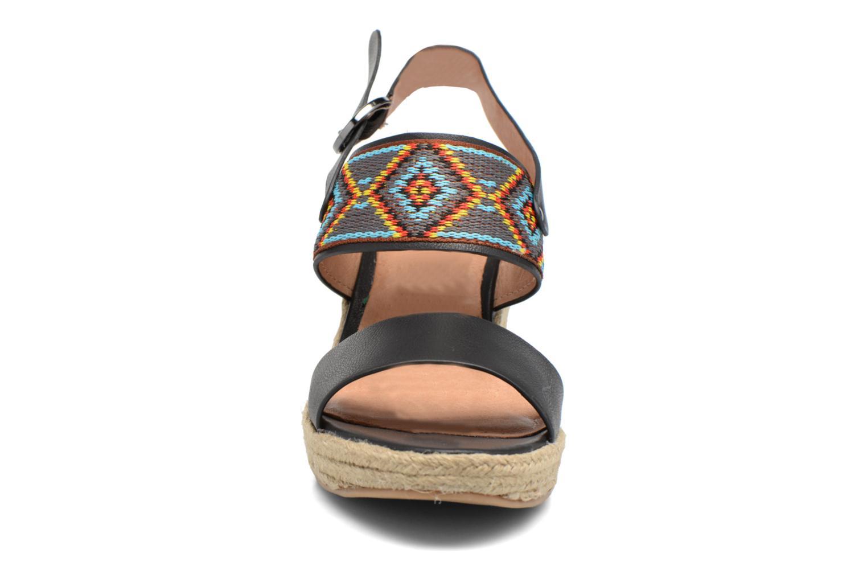 Sandales et nu-pieds Chattawak Helena Noir vue portées chaussures