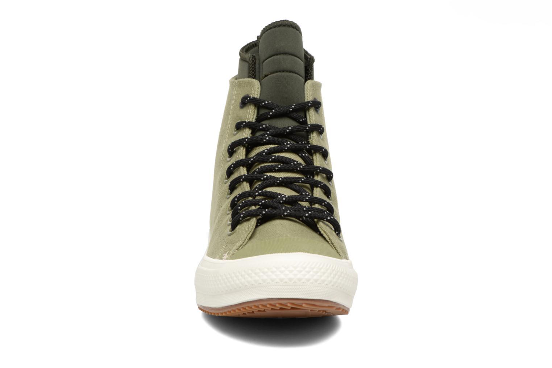 Sneakers Converse Chuck Taylor All Star II Hi Shield Canvas Boot M Verde modello indossato