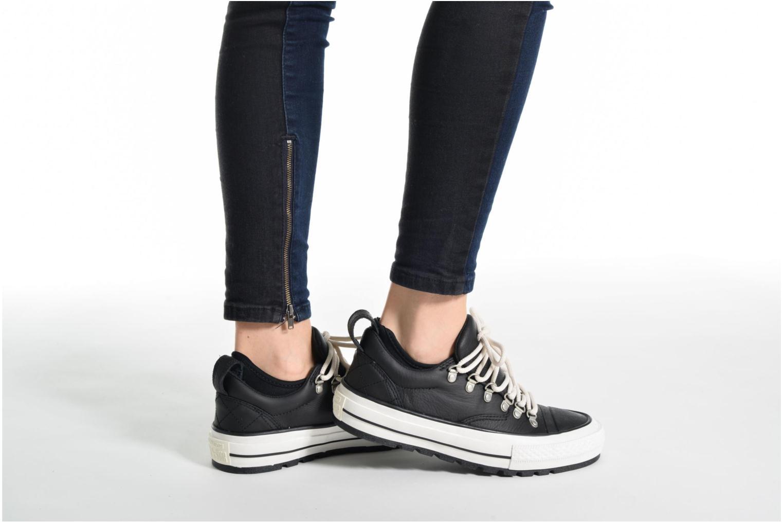 Sneaker Converse Chuck Taylor All Star Descent Quilted Leather Ox W schwarz ansicht von unten / tasche getragen