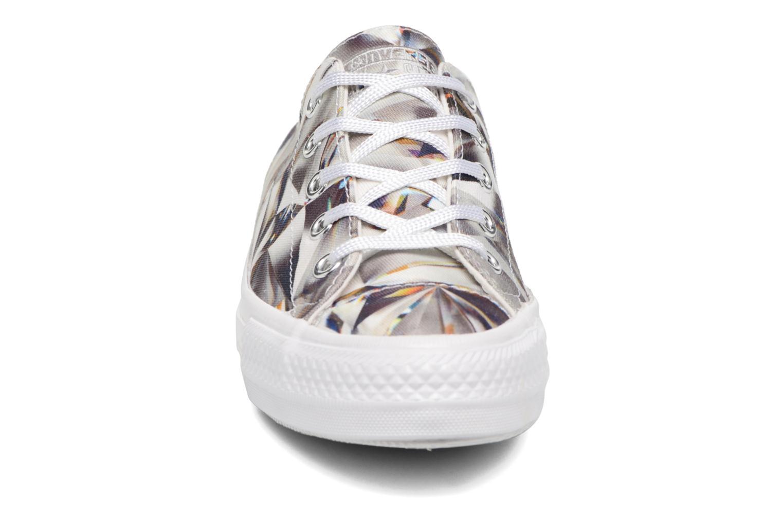 Sneakers Converse Chuck Taylor All Star Gemma Hi Graphic Argento modello indossato