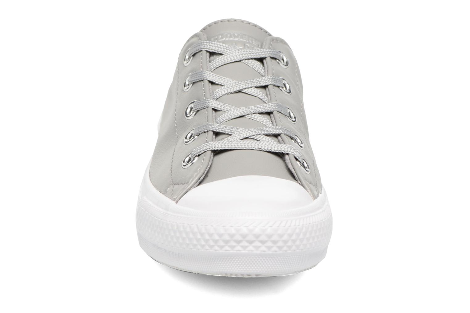 Baskets Converse Chuck Taylor All Star Gemma Ox Graphic Gris vue portées chaussures