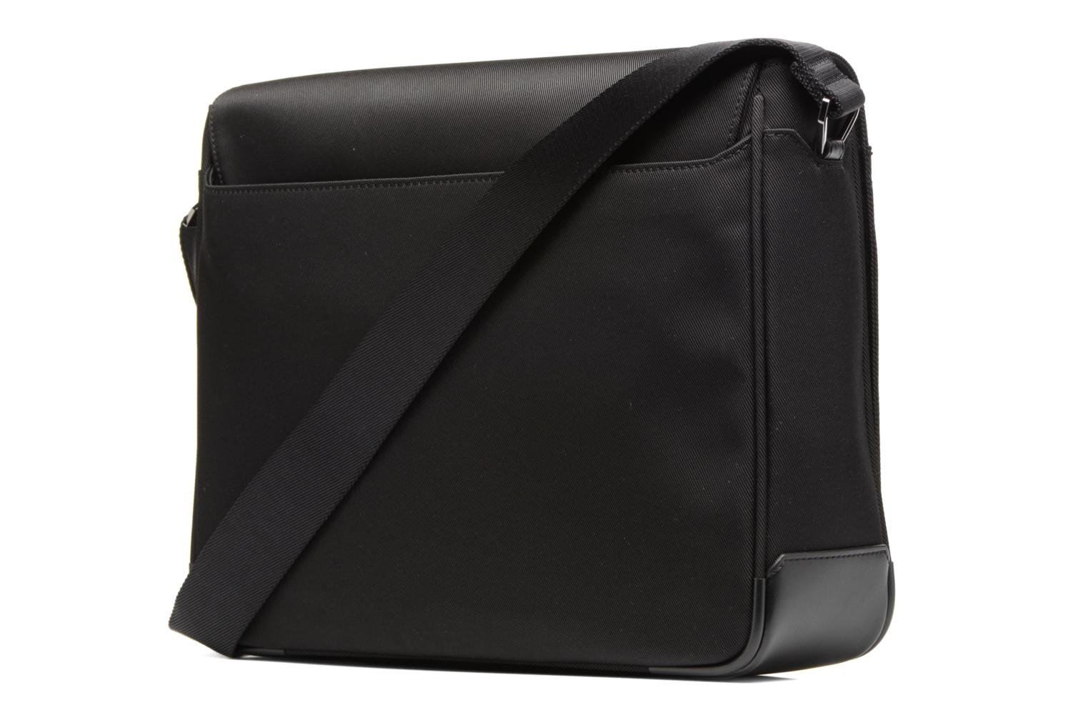 Men's bags Le Tanneur Messenger Cuir Audacieux Black view from the right