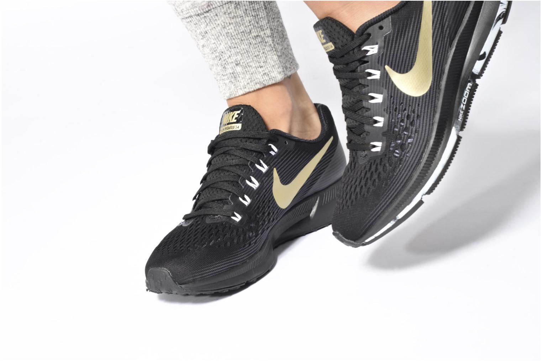Chaussures de sport Nike Wmns Nike Air Zoom Pegasus 34 Noir vue bas / vue portée sac