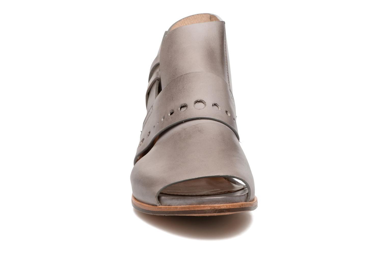 Sandali e scarpe aperte Neosens Callet S149 Grigio modello indossato