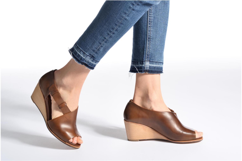 Sandales et nu-pieds Neosens Noah S217 Marron vue bas / vue portée sac