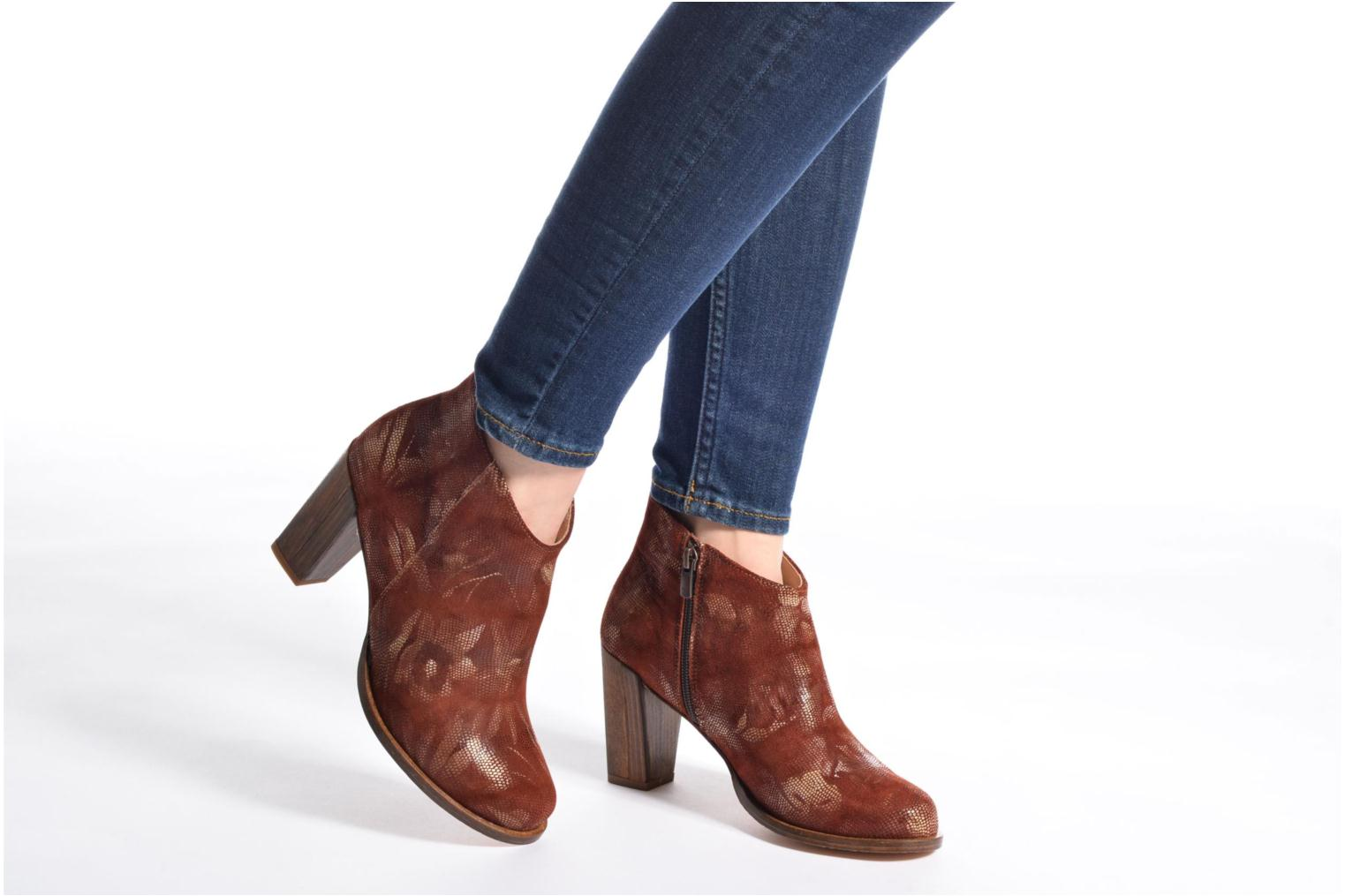 Ankle boots Neosens Gloria S553 Brown view from underneath / model view