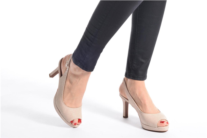Sandales et nu-pieds Clarks Mayra Blossom Beige vue bas / vue portée sac