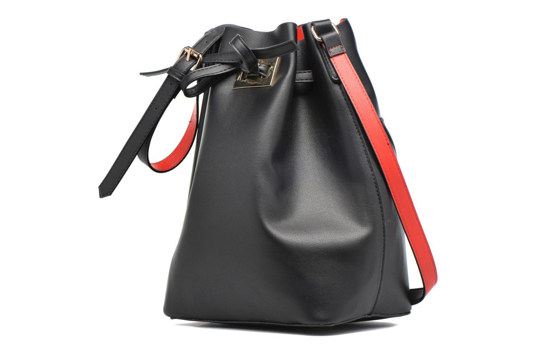 Sacs à main Pieces Deena Bucket Bag Noir vue portées chaussures