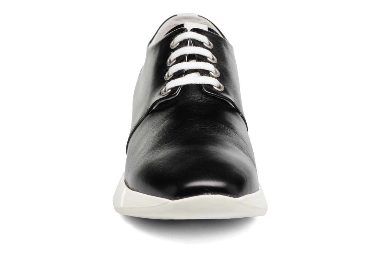 Sneakers Elizabeth Stuart Gozi 304/2 Svart bild av skorna på