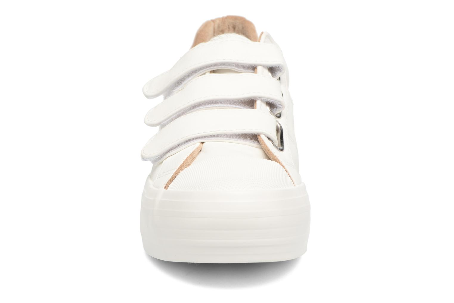Baskets Coolway Tendai Blanc vue portées chaussures