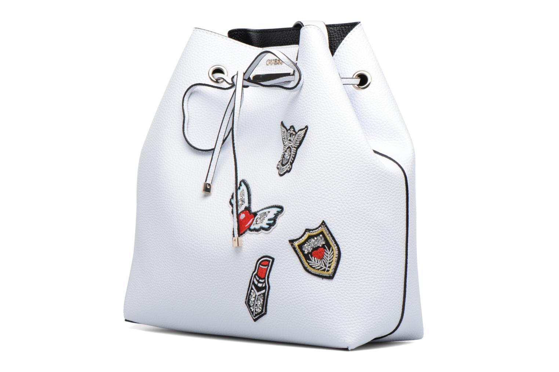 Borse Guess Seau Reversible Patchs Bobbi Noir Bianco modello indossato