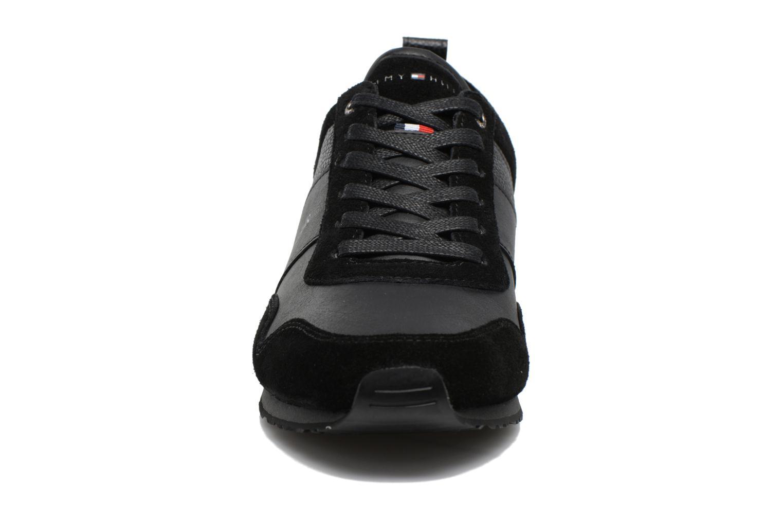 Baskets Tommy Hilfiger Maxwell 11C1 Noir vue portées chaussures