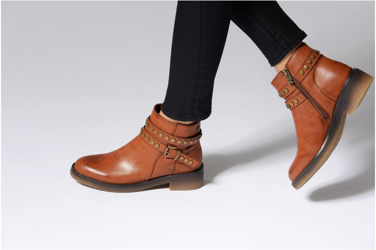 Ankle boots Xti Teki Brown view from underneath / model view