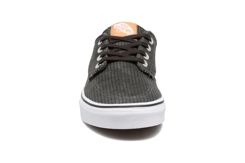 Sneaker Vans Brigata W grau schuhe getragen