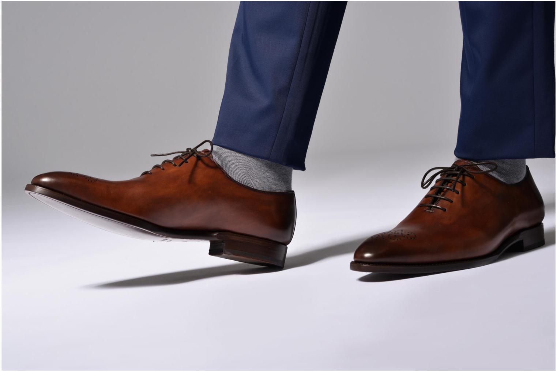 Chaussures à lacets Marvin&Co Luxe Waller Noir vue bas / vue portée sac