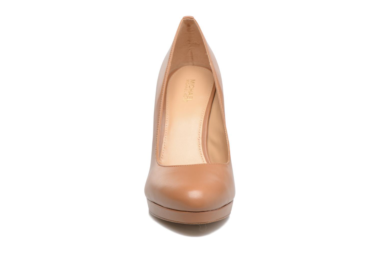 Escarpins Michael Michael Kors Antoinette Pump Marron vue portées chaussures