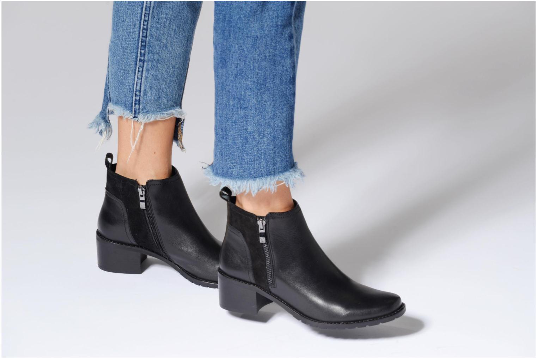 Bottines et boots Caprice Fiona Noir vue bas / vue portée sac