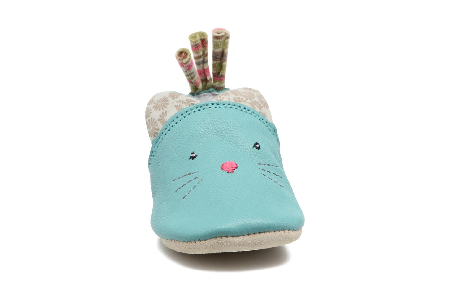 Chaussons Babybotte Chat - Moulin Roty Bleu vue portées chaussures