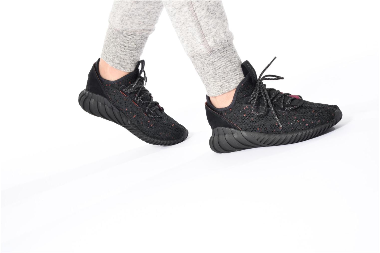 Baskets Adidas Originals Tubular Doom Sock Pk J Noir vue bas / vue portée sac