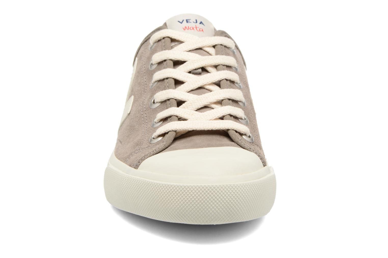Baskets Veja WATA SUEDE Gris vue portées chaussures