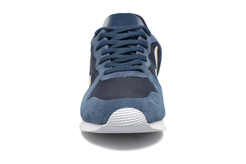 Baskets Veja HOLIDAY LT PIXEL Bleu vue portées chaussures