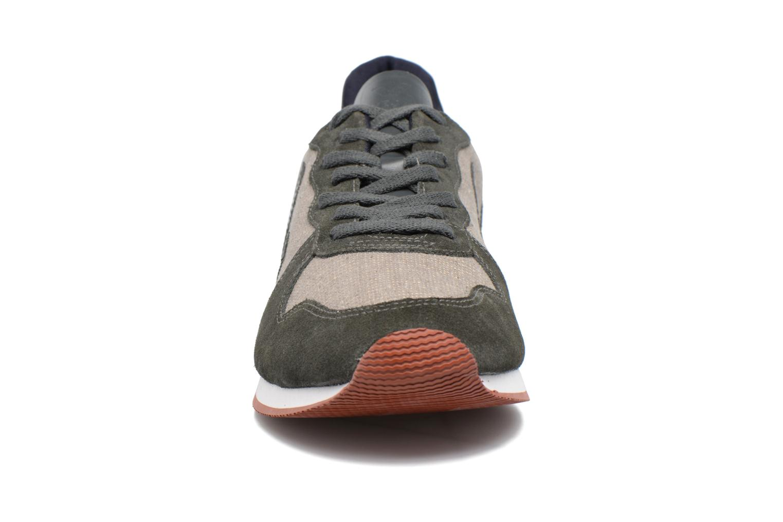 Baskets Veja HOLIDAY LT JUTA Gris vue portées chaussures