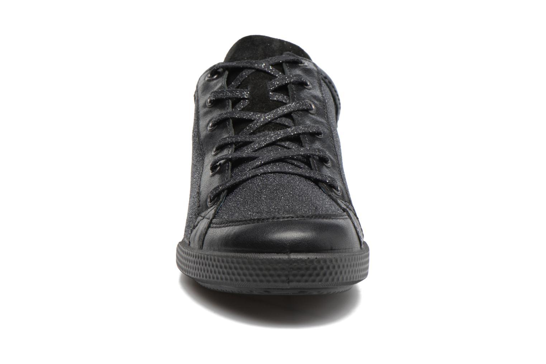 Baskets Pataugas Pacha Noir vue portées chaussures