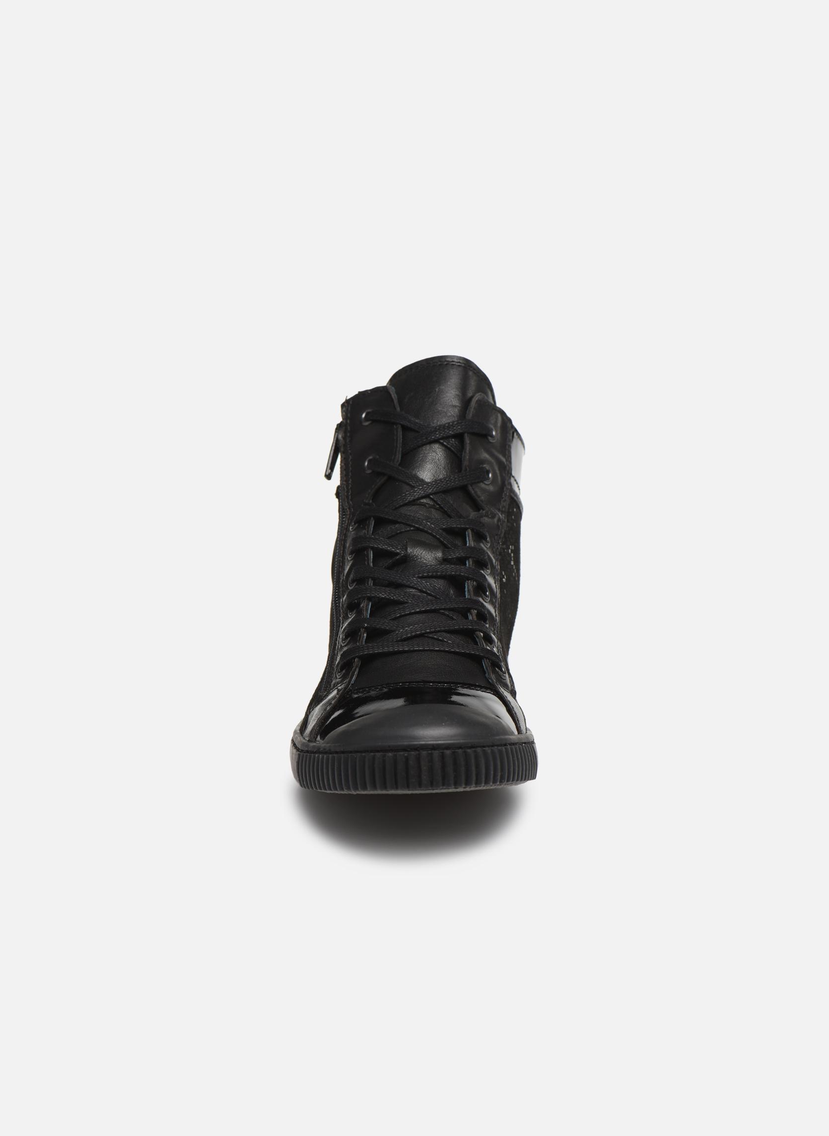 Baskets Pataugas Bono Noir vue portées chaussures