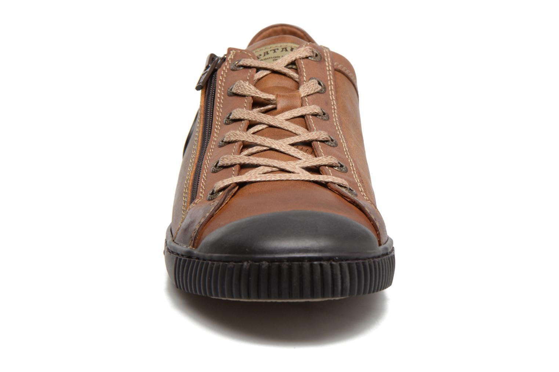 Baskets Pataugas Bump/B Marron vue portées chaussures