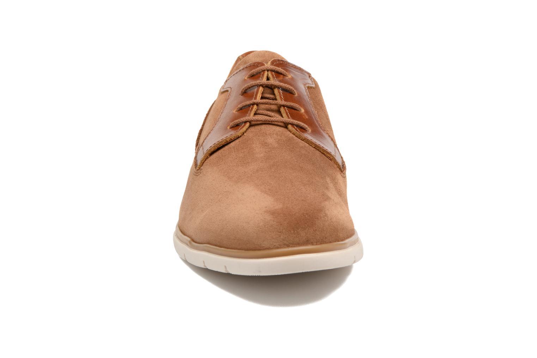 Chaussures à lacets Schmoove Shaft Club Suede Marron vue portées chaussures