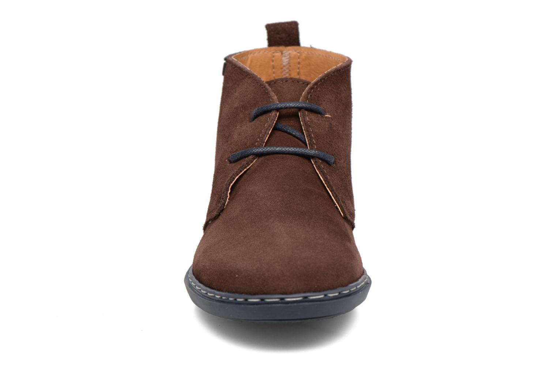 Snörade skor Conguitos Ugo Brun bild av skorna på