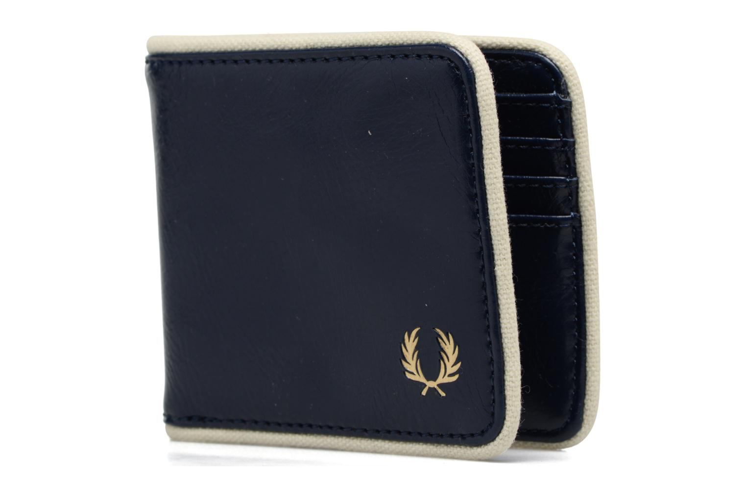 Petite Maroquinerie Fred Perry Classic Billfold Wallet Bleu vue portées chaussures