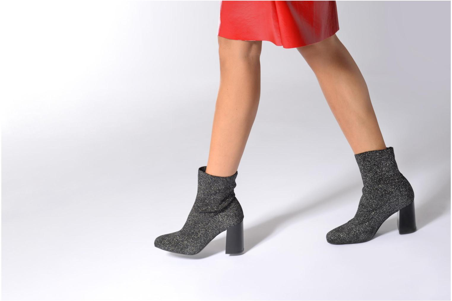 Ankle boots Bullboxer Alienor Silver view from underneath / model view