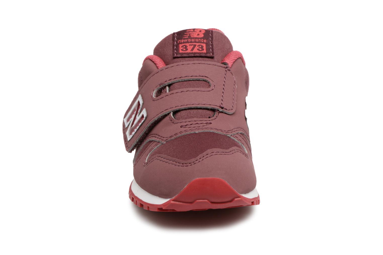 Sneakers New Balance KV373 I Bordò modello indossato