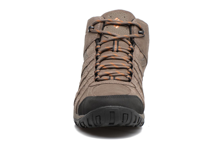 Chaussures de sport Columbia Redmond Mid Leather Omni-Tech Marron vue portées chaussures