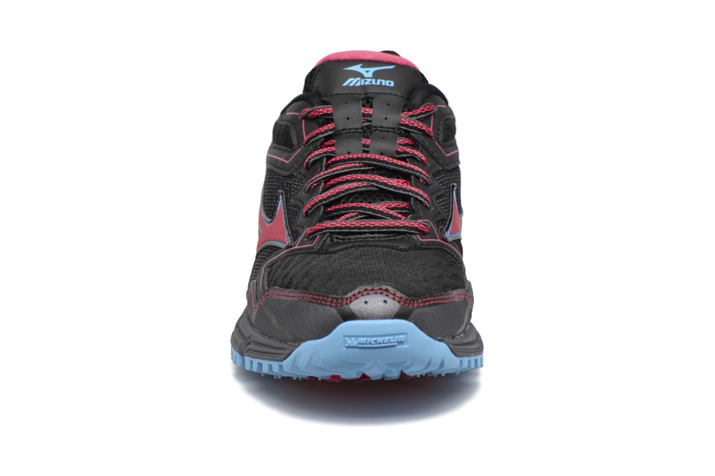 Chaussures de sport Mizuno WAVE DAICHI 2 (W) Noir vue portées chaussures