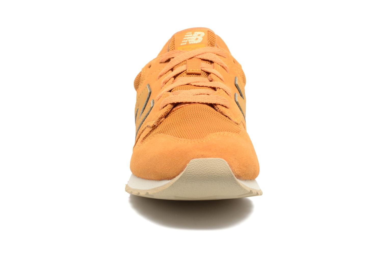 Baskets New Balance WL520 Jaune vue portées chaussures