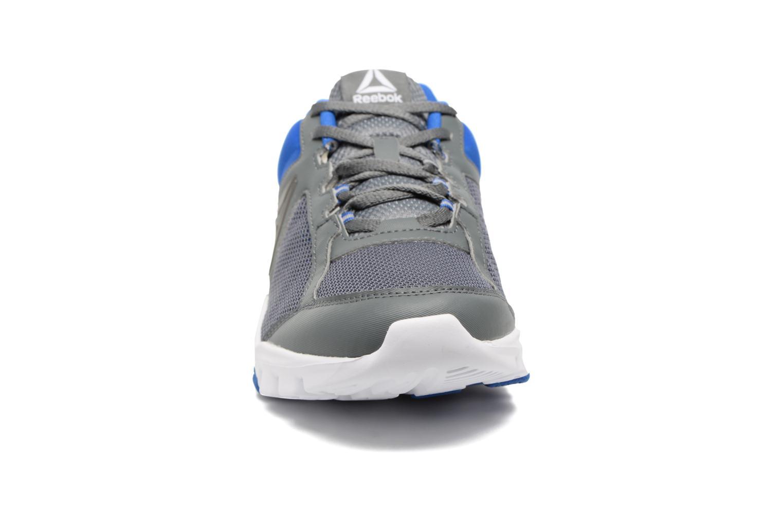 Chaussures de sport Reebok Yourflex Train 9.0 Bleu vue portées chaussures