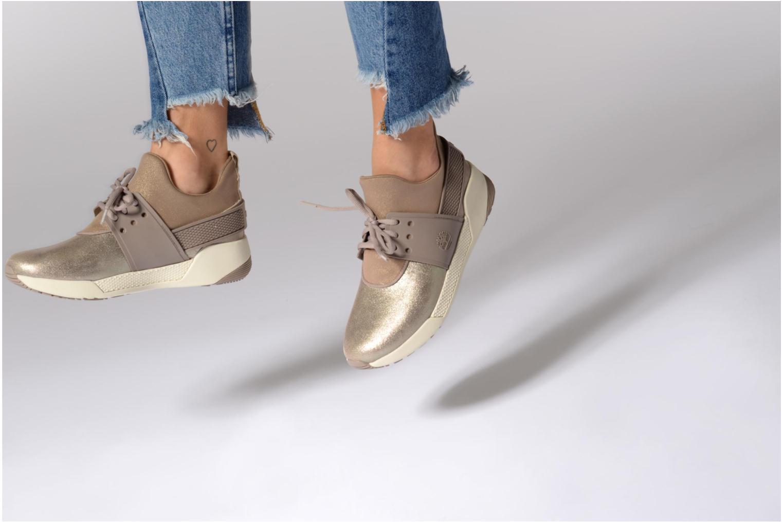 Sneaker Timberland Kiri Fly Chukka gold/bronze ansicht von unten / tasche getragen
