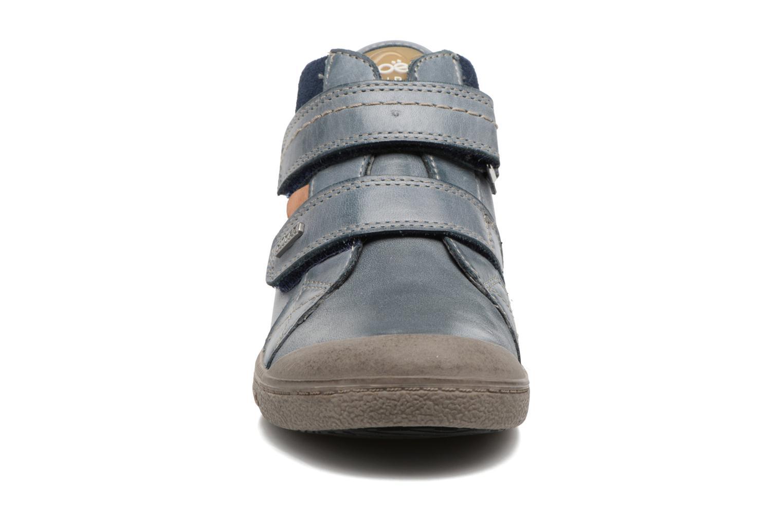 Sneakers Noël Yuan ST Azzurro modello indossato