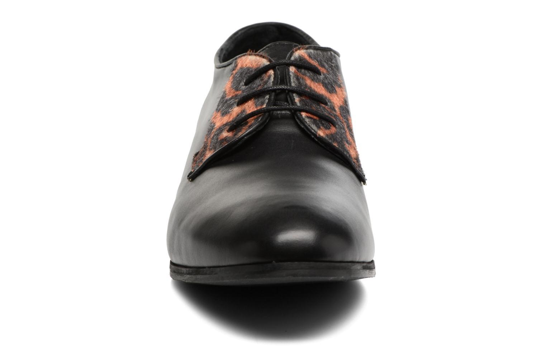 Snörade skor Georgia Rose Lapra Svart bild av skorna på