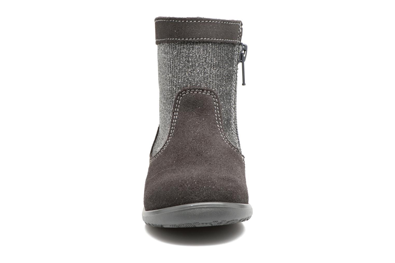 Bottes Melania STIVALE LACCI Gris vue portées chaussures