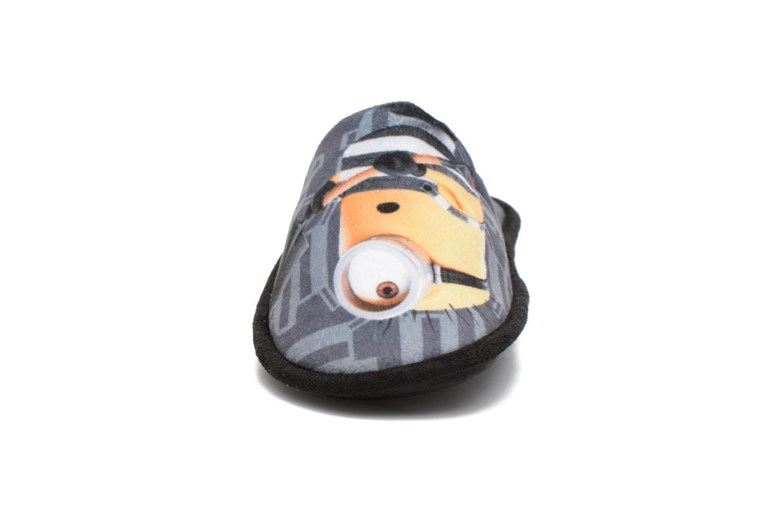 Chaussons Minions Sting Gris vue portées chaussures