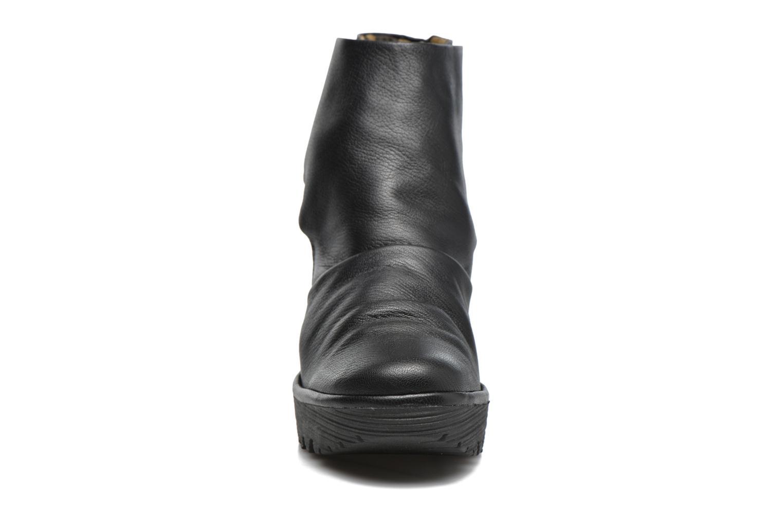 Bottines et boots Fly London YOMI Noir vue portées chaussures