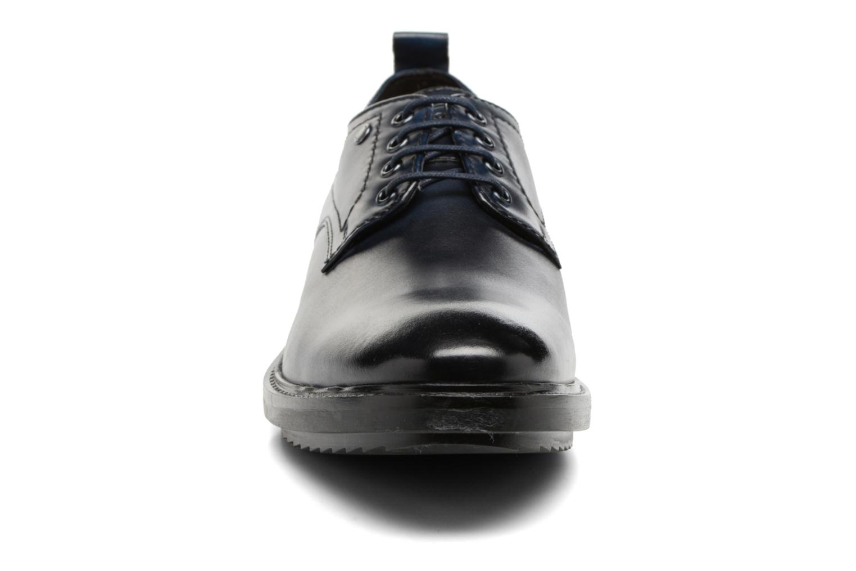 Zapatos con cordones Base London Elba Azul vista del modelo